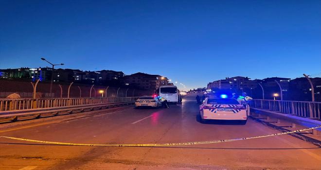 GÜNCELLEME - Başkentte servis aracı ile otomobil çarpıştı: 5 ölü