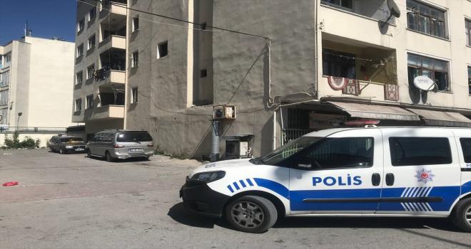 Kayseri'de ikinci kattan düşen kadın ağır yaralandı