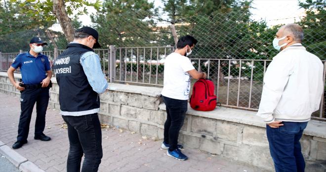 Kayseri'de okul önlerinde uyuşturucu denetimi yapıldı