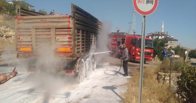 Kayseri'de seyir halindeki kamyon yandı
