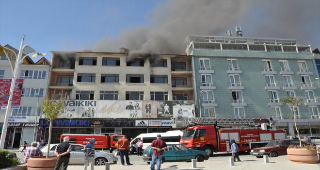 Konya'da 5 katlı binada çıkan yangın söndürüldü