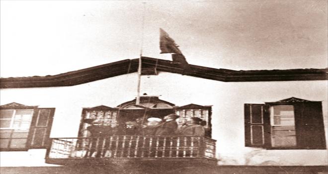MSB, İzmir'in düşman işgalinden kurtuluş dönemine ait tarihi fotoğraflar paylaştı