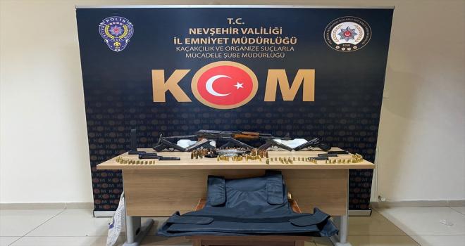 Nevşehir'de gece kulübünde kalaşnikof tüfek ve 5 tabanca ele geçirildi