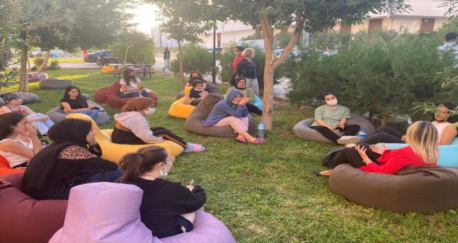AK Parti Antalya Milletvekili Tuba Çokal öğrencilerle bir araya geldi