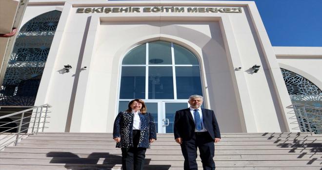 AK Parti Eskişehir Milletvekili Emine Nur Günay'dan eğitim merkezine ziyaret