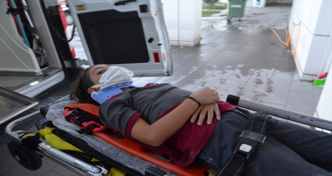 Aksaray'da otomobilin çarptığı anne ve iki çocuğu yaralandı
