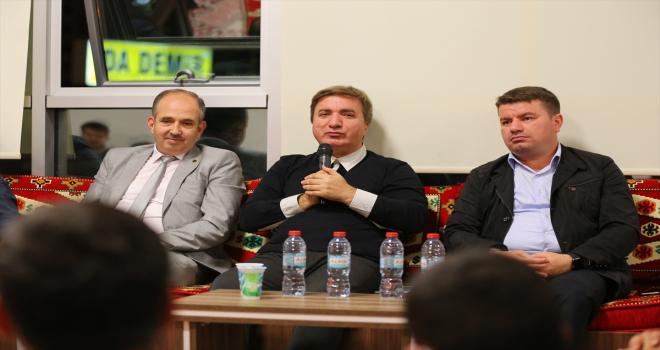 Aksaray'da üniversiteliler çaldı, Vali Aydoğdu ile Belediye Başkanı Dinçer söyledi