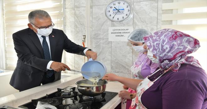 Başkan Büyükkılıç, KAYMEK'te kursiyerlerle kış çorbası pişirdi