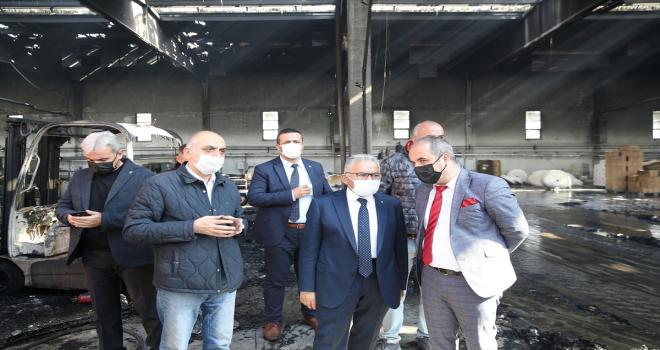Başkan Büyükkılıç, yanan kağıt fabrikasında incelemelerde bulundu