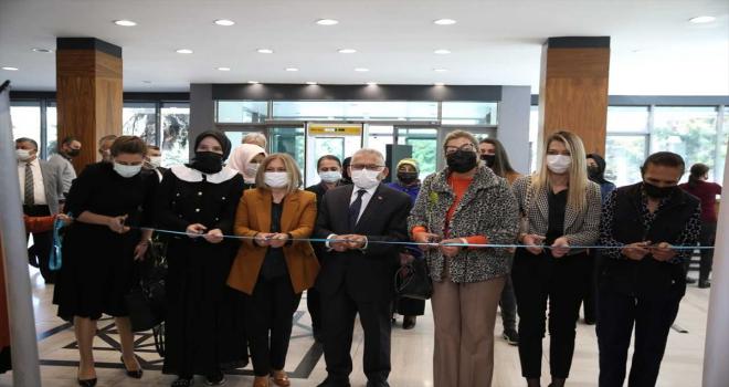 Başkan Memduh Büyükkılıç, E-38 Sanat Sergisi'nin açılışına katıldı