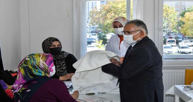 Başkan Memduh Büyükkılıç, sanat ve mesleki eğitim kurslarını ziyaret etti