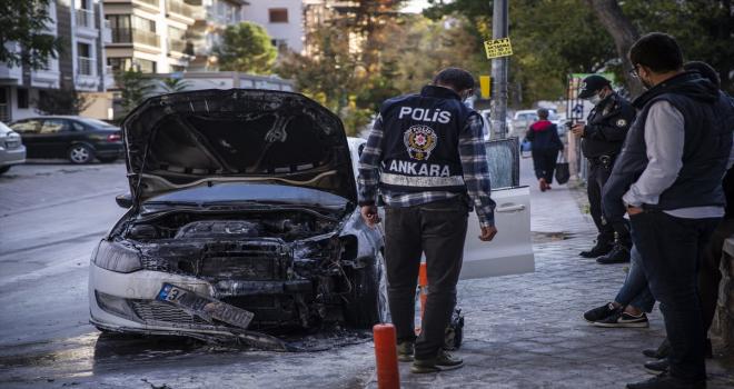 Başkentte park halindeki bir araç yandı