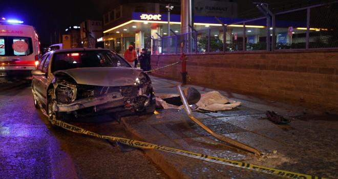Başkentte yoldan çıkarak refüje çarpan otomobilin sürücüsü öldü