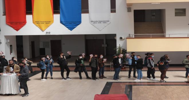 Eskişehir polisinden 15 bin üniversite öğrencisine uyarıcı broşür