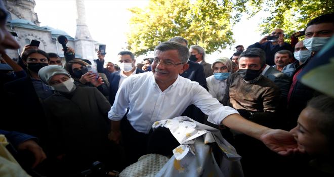Gelecek Partisi Genel Başkanı Davutoğlu, Kayseri'de esnafı ziyaret etti
