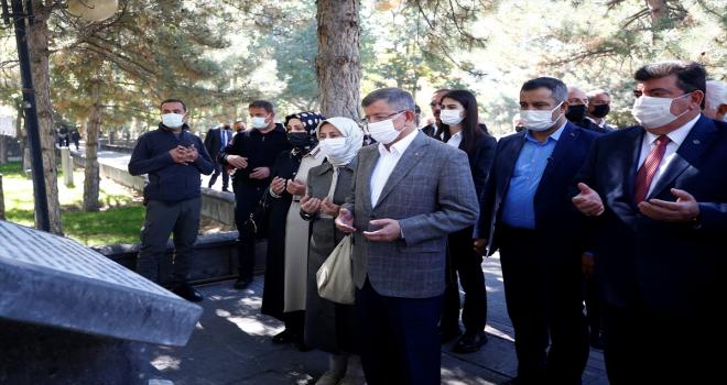 Gelecek Partisi Genel Başkanı Davutoğlu, Kayseri'de ziyaretlerde bulundu