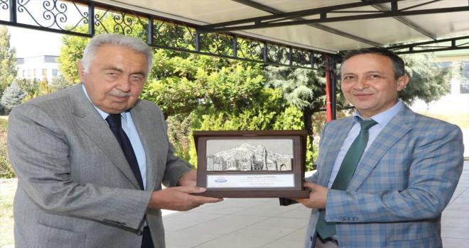 Hayırsever iş insanından Erciyes Üniversitesine cihaz bağışı