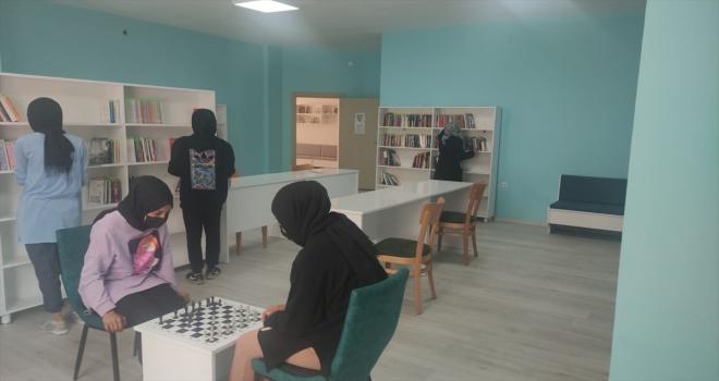 Kadışehri Halk Kütüphanesi hizmete açıldı