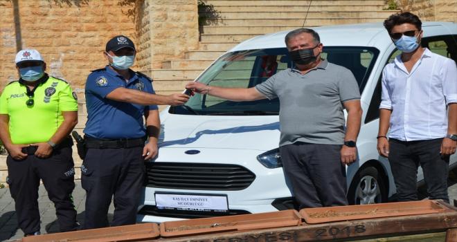 Kaş'ta emniyet müdürlüğüne araç hibe edildi