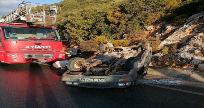 Kaş'ta takla atan otomobildeki 2 kişi yaralı