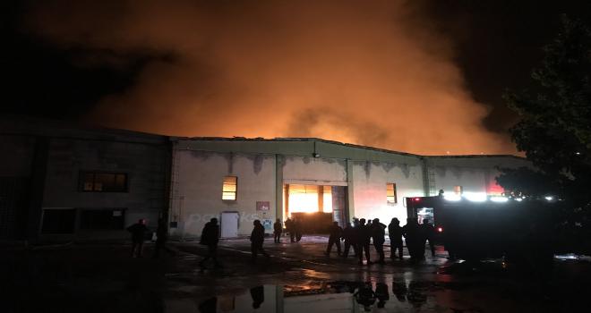 Kayseri'de kağıt fabrikasında çıkan yangın söndürüldü