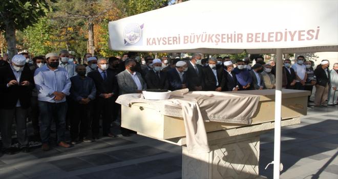 Kayseri'de yoğun bakımda aşı çağrısı yapan Kovid-19 hastası imamın cenazesi defnedildi