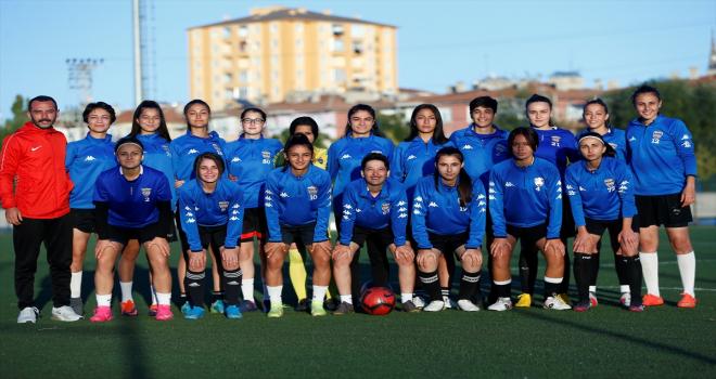 Kayseri Gençlerbirliği, Turkcell Kadın Futbol Ligi'ne iddialı hazırlanıyor