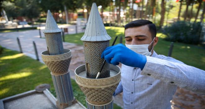 Kepez Açık Hava Müzesinde minyatür eserler titizlikle temizleniyor