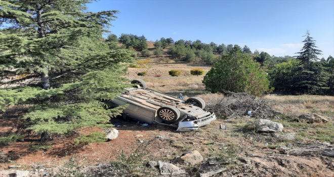 Kırıkkale'de devrilen otomobilin polis memuru sürücüsü yaralandı