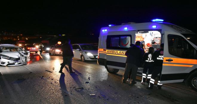 Kırıkkale'de iki otomobilin çarpıştığı kazada 8 kişi yaralandı