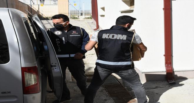 Kırıkkale'de minibüste 1 ton 260 kilogram kaçak tütün ele geçirildi