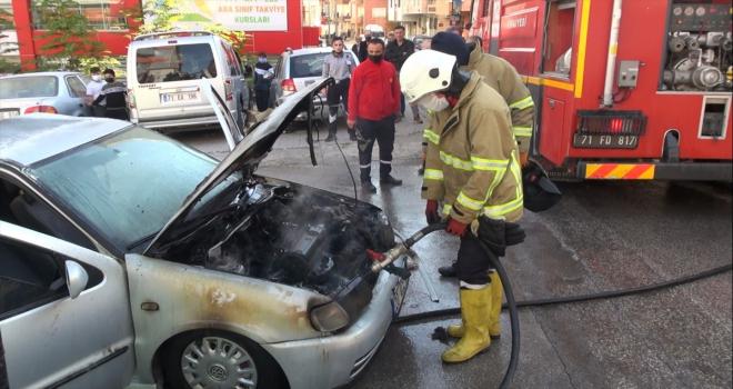 Kırıkkale'de seyir halindeki otomobilde çıkan yangın hasara neden oldu