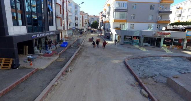 Kırşehir Belediyesi kaldırım ve asfalt çalışmaları devam ediyor