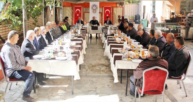 Kırşehir'de emniyet yetkilileri, muhtarları bilgilendirdi