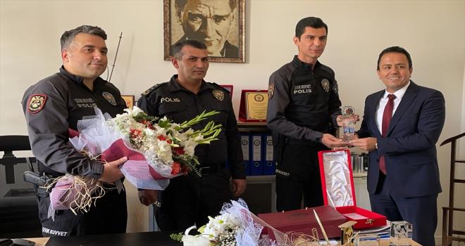 Konya'da avukatı tabancayla yaralayan zanlıları yakalan polise plaket