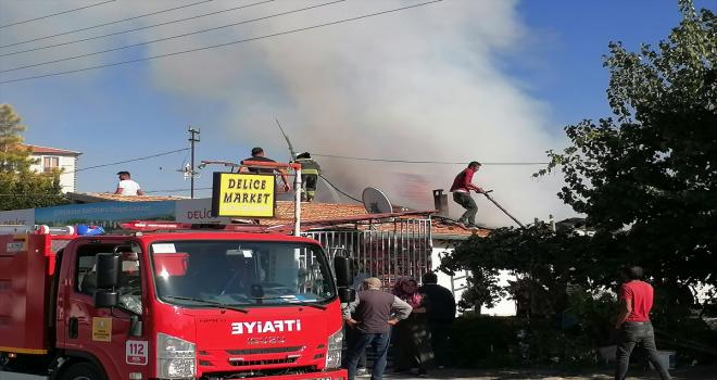 Konya'da markette çıkan yangını itfaiye ekipleri söndürdü