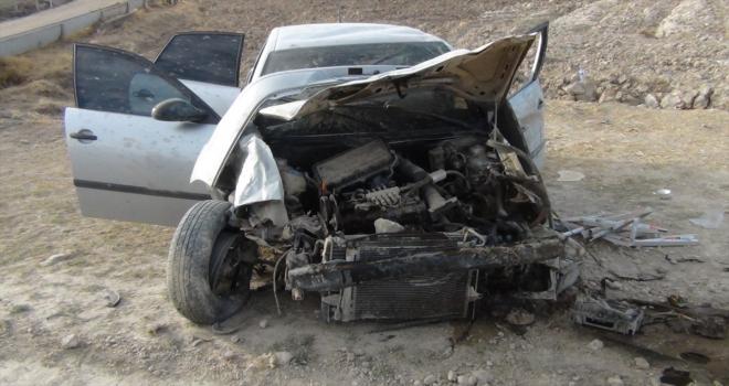 Konya'da şarampole devrilen otomobildeki 2 kişi yaralandı