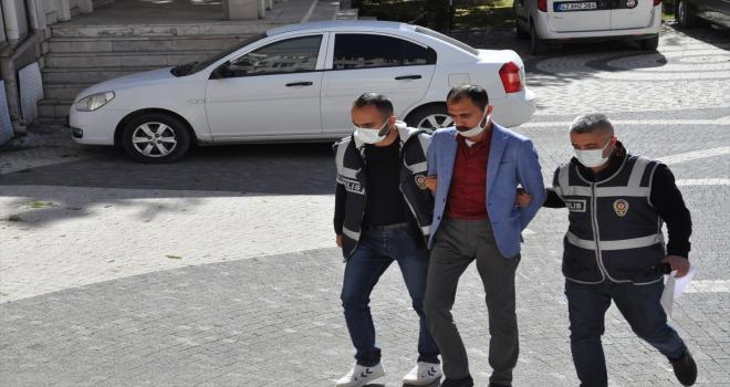 Konya'da yol uygulamasında durdurulan otobüste sahte kimlikle uyuşturucu ticareti yapan şüpheli yakalandı