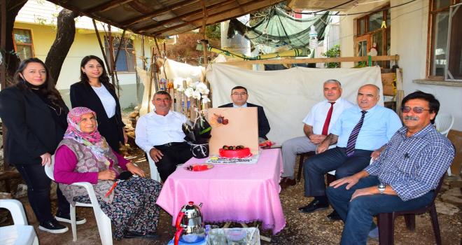 Kumluca'da kadın çiftçiler adına, ilk kadın ziraat odası üyesi ziyaret edildi