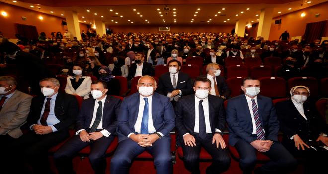 Pursaklar Devlet Tiyatroları Sahnesi perdelerini açtı