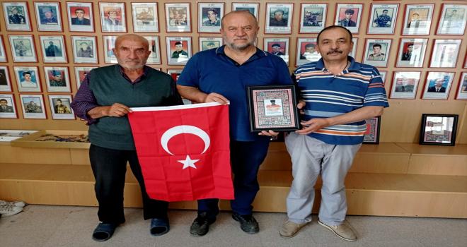 Şehit yakınlarından bağışçı emekli mühendise teşekkür plaketi