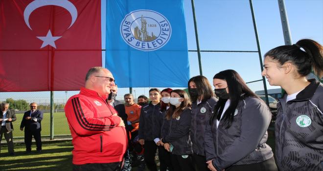 Sivas Belediyesinden amatör spor kulüplerine malzeme desteği