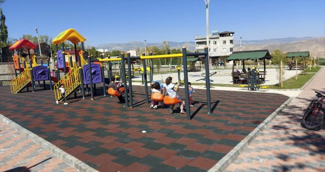 Suşehri Belediyesi her mahalleye çocuk oyun parkı kuruyor