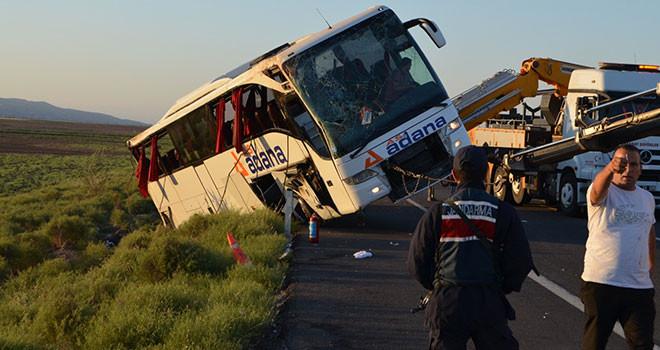 Yolcu otobüsü devrildi: 22 yaralı