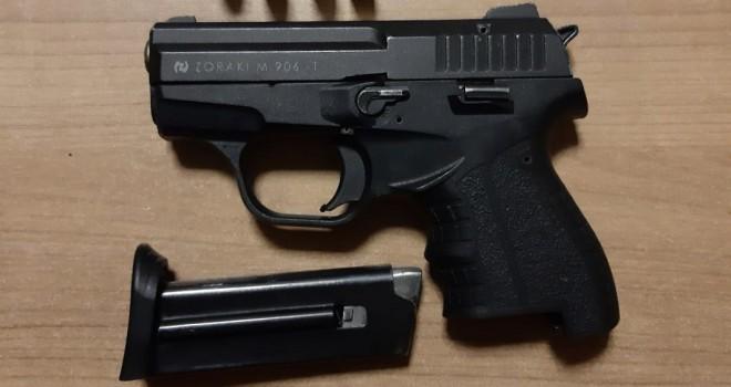Bekçilerden kaçan şüpheliler tabancayla yakalandı