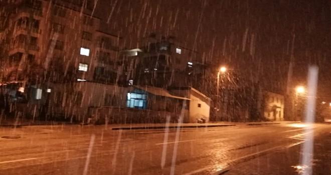 Kahramanmaraş'a mevsimin ilk karı yağdı