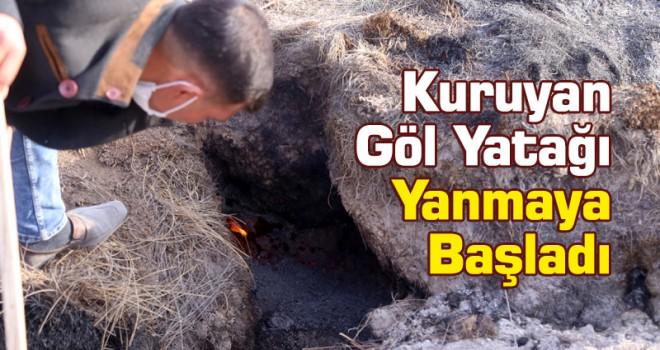 Konya'da kuruyan göl yatağındaki toprak yanıyor