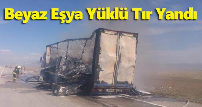 Konya'da beyaz eşya yüklü tır hareket halindeyken yandı