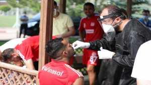 Sivasspor'da teknik heyet ve futbolculara 8. kez Kovid-19 testi yapıldı