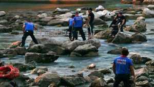Adana'da su seviyesi yükselen nehirde mahsur kalan çift kurtarıldı